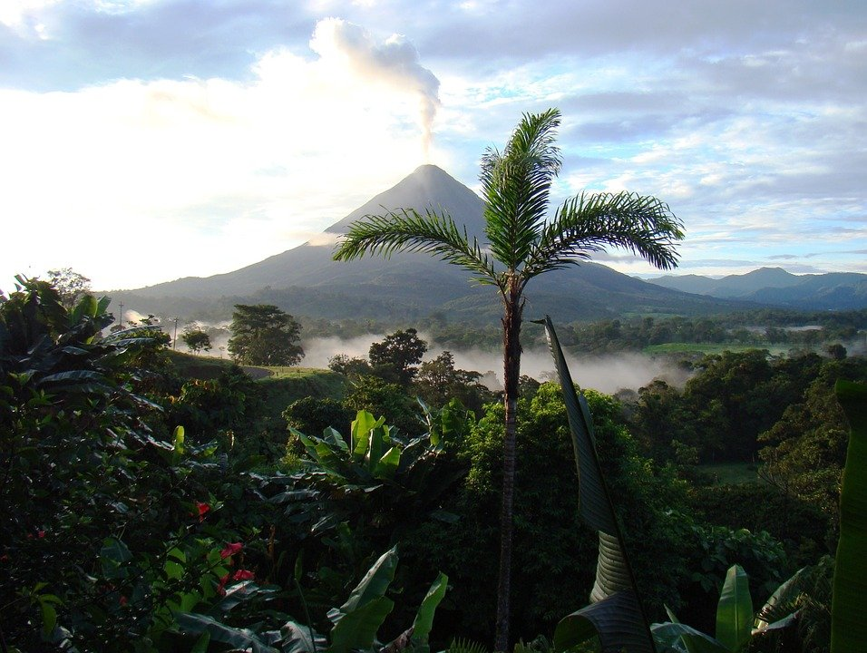Experiencing Costa Rica: The Ultimate Guide